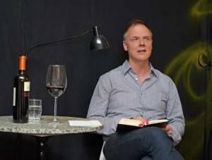 Uwe Kauss bei der Lesung im t-raum-Theater, Offfenbach