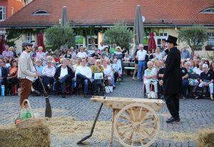 """Theaterauführung """"Marktmeister Clement ermittelt"""" auf dem Offenbacher Wilhelmsplatz"""